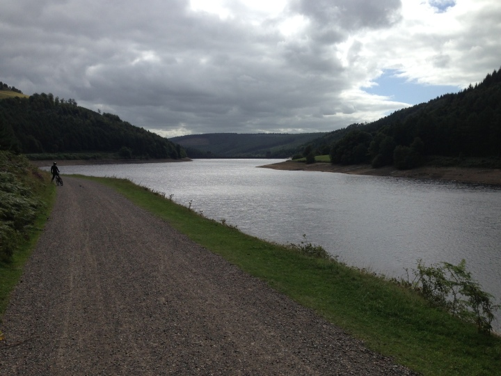 Around Lady Bower reservoir in 2 hours
