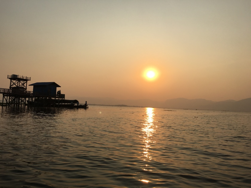 inle lake sunset