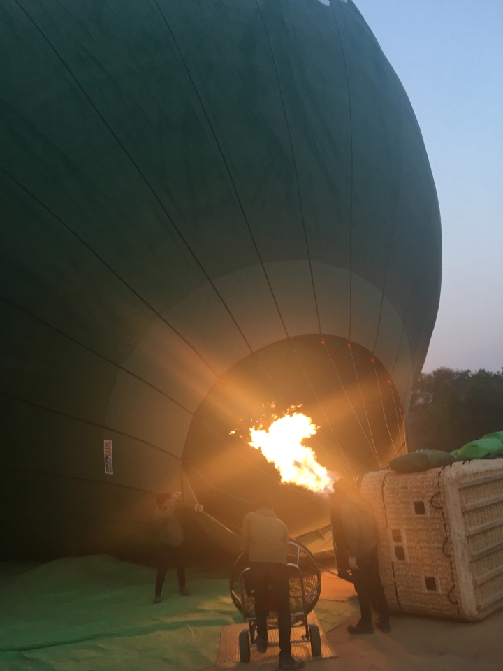 hot air balloon ride myanmar