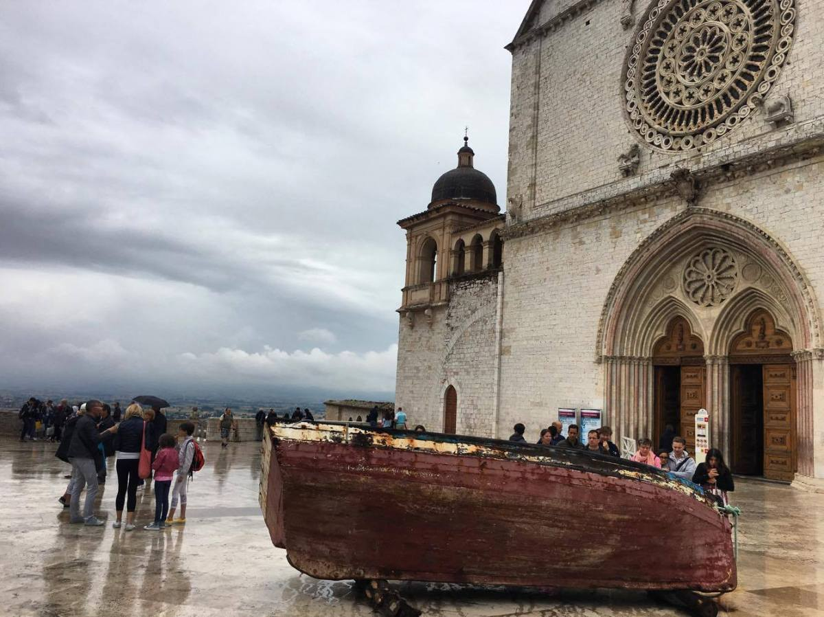 Assisi and the boat without a name